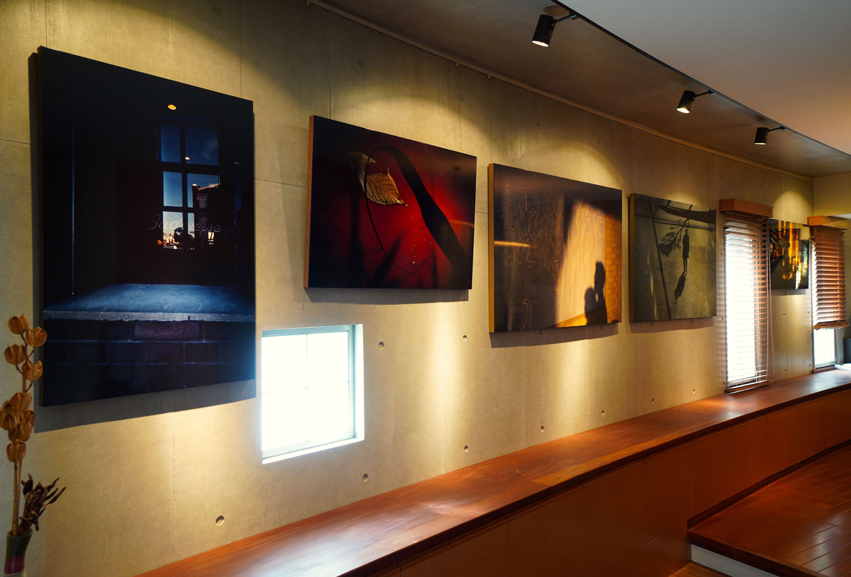 ギャラリーのある居間(室内3)